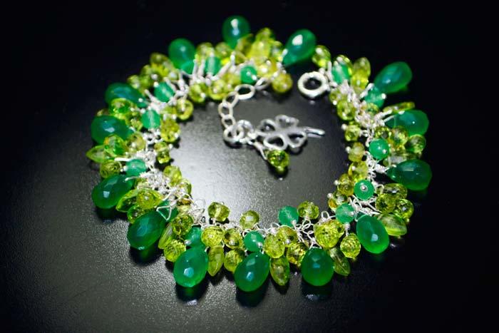 браслет с зелеными камнями