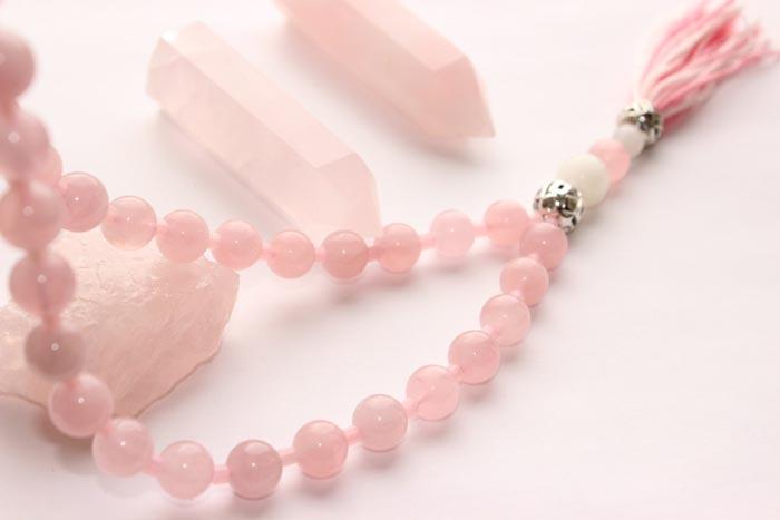 украшения из розового кварца
