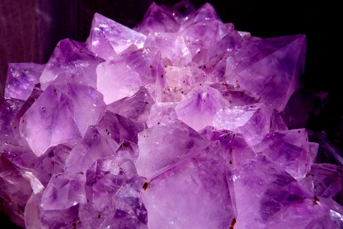 Кому по знаку зодиака подходит аметист и магические свойства камня