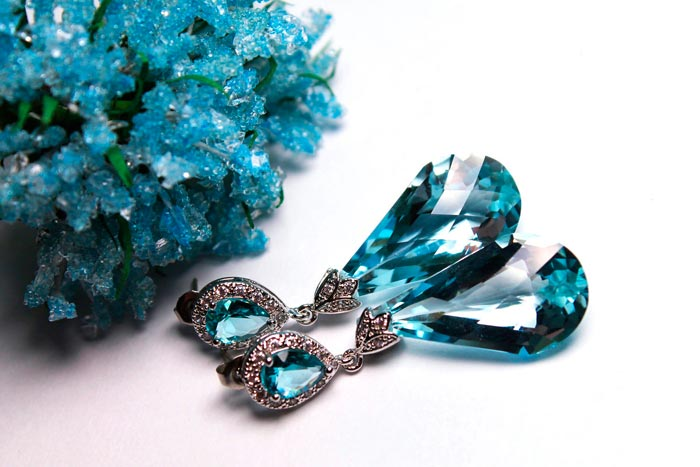 украшения с голубыми топазами