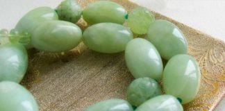 бусы с зеленым ониксом
