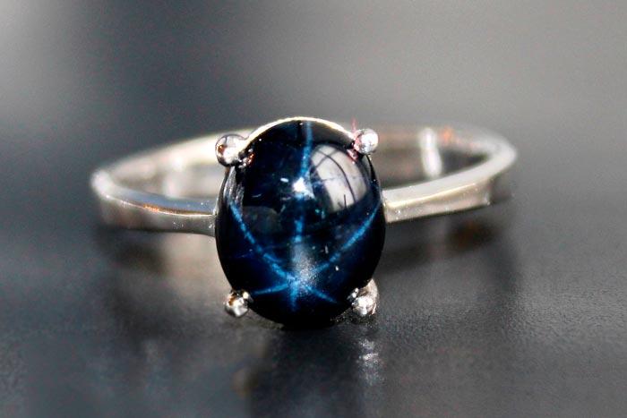 Голубой звездчатый сапфир