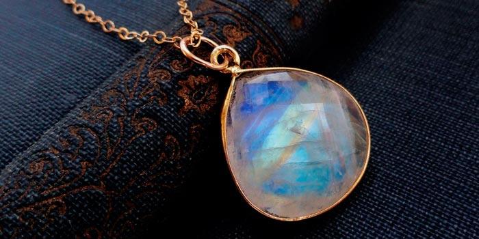 Магический лунный камень адуляр: свойства, 16 фото с описанием
