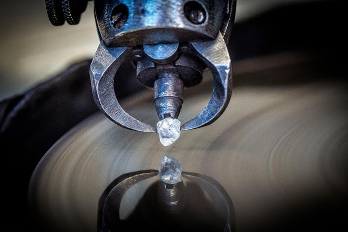 Обработка натурального драгоценного камня своими руками в домашних условиях: как распиливать и полировать