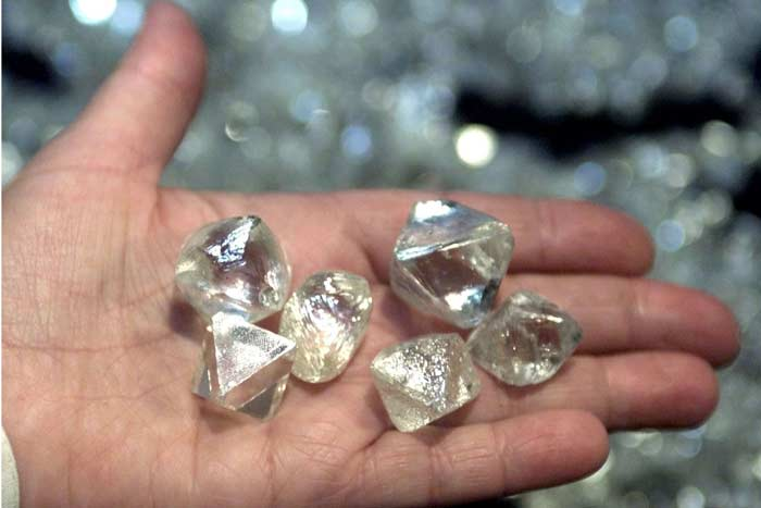 алмазы на руке